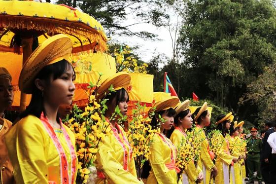 Biển người 'trẩy hội' Ngọc Hồi - Đống Đa trên quê hương anh hùng Quang Trung - Nguyễn Huệ ảnh 8