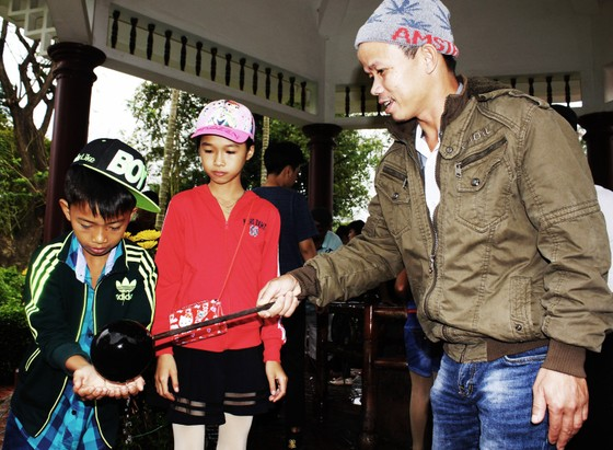 Biển người 'trẩy hội' Ngọc Hồi - Đống Đa trên quê hương anh hùng Quang Trung - Nguyễn Huệ ảnh 9