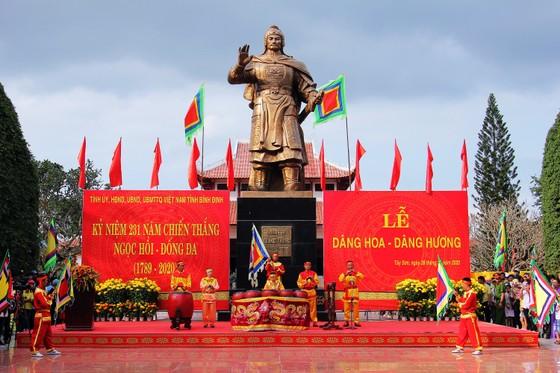 Biển người 'trẩy hội' Ngọc Hồi - Đống Đa trên quê hương anh hùng Quang Trung - Nguyễn Huệ ảnh 5