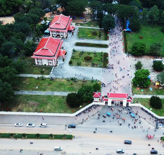Biển người 'trẩy hội' Ngọc Hồi - Đống Đa trên quê hương anh hùng Quang Trung - Nguyễn Huệ ảnh 12