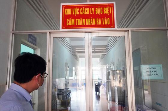 Lấy mẫu xét nghiệm virus Corona một phụ nữ ở Gia Lai trở về từ Vũ Hán ảnh 1