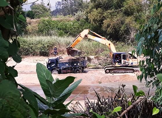 """Xã """"bật đèn"""" cho doanh nghiệp khai thác cát sông La Tinh ảnh 5"""