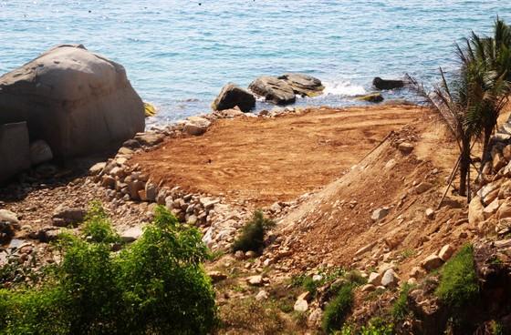 Cận cảnh 2 khu resort vừa bị thổi phạt dọc bờ biển Quy Nhơn ảnh 8