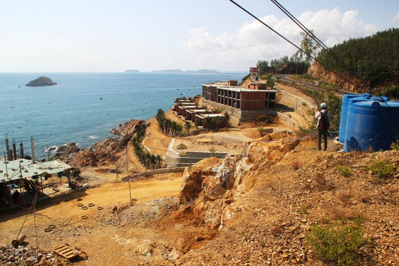 Cận cảnh 2 khu resort vừa bị thổi phạt dọc bờ biển Quy Nhơn ảnh 12