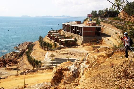 Cận cảnh 2 khu resort vừa bị thổi phạt dọc bờ biển Quy Nhơn ảnh 4