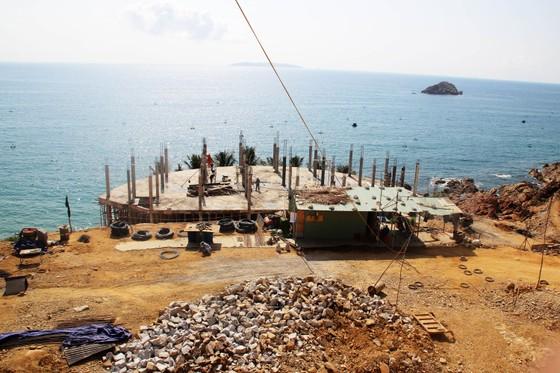 Cận cảnh 2 khu resort vừa bị thổi phạt dọc bờ biển Quy Nhơn ảnh 5