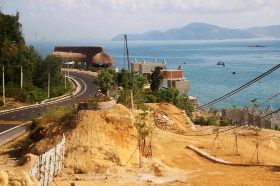 Cận cảnh 2 khu resort vừa bị thổi phạt dọc bờ biển Quy Nhơn ảnh 10