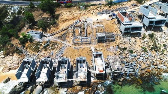 Cận cảnh 2 khu resort vừa bị thổi phạt dọc bờ biển Quy Nhơn ảnh 1