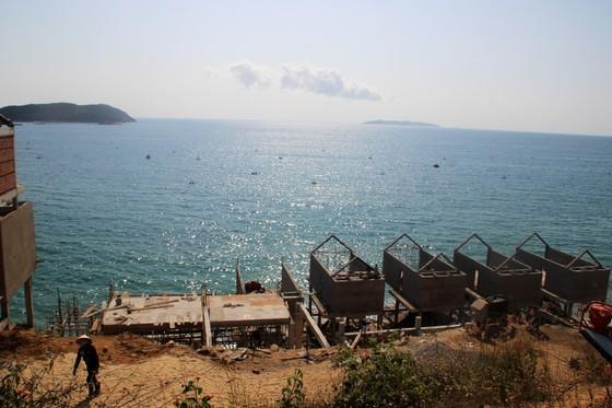 Cận cảnh 2 khu resort vừa bị thổi phạt dọc bờ biển Quy Nhơn ảnh 11