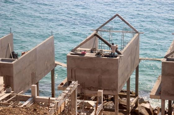 Cận cảnh 2 khu resort vừa bị thổi phạt dọc bờ biển Quy Nhơn ảnh 7