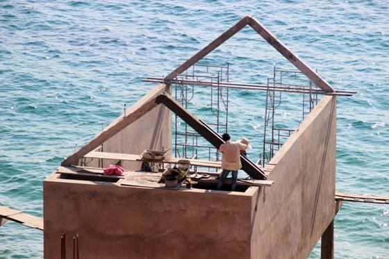 Cận cảnh 2 khu resort vừa bị thổi phạt dọc bờ biển Quy Nhơn ảnh 14