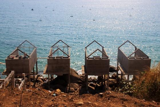 Cận cảnh 2 khu resort vừa bị thổi phạt dọc bờ biển Quy Nhơn ảnh 13