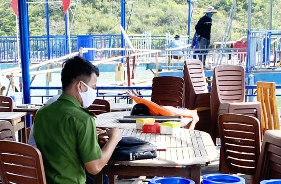 Công an điều tra kẻ tông phá một nhà hàng nổi ở vịnh Quy Nhơn ảnh 7