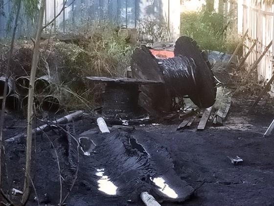 Dập tắt đám cháy ở kho chứa dã chiến ảnh 3