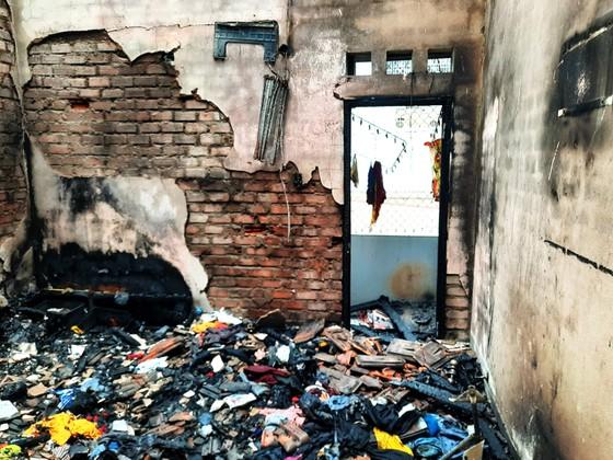 Đám cháy thiêu rụi nhiều tài sản trong căn nhà 2 tầng ở Quy Nhơn ảnh 2