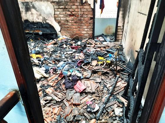 Đám cháy thiêu rụi nhiều tài sản trong căn nhà 2 tầng ở Quy Nhơn ảnh 6