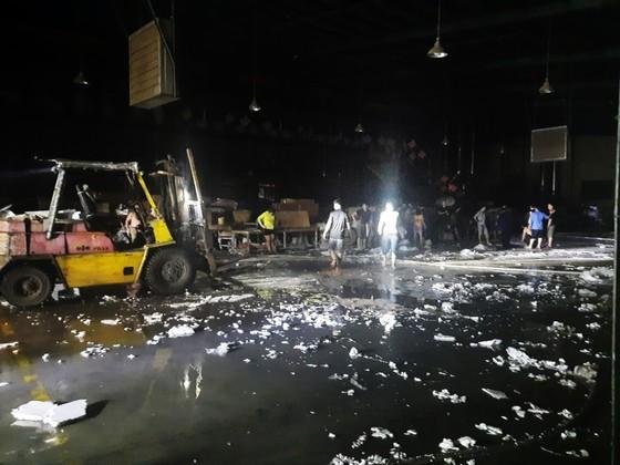 Khu xưởng hơn 28.000 m2 bốc cháy ngùn ngụt trong đêm ảnh 3