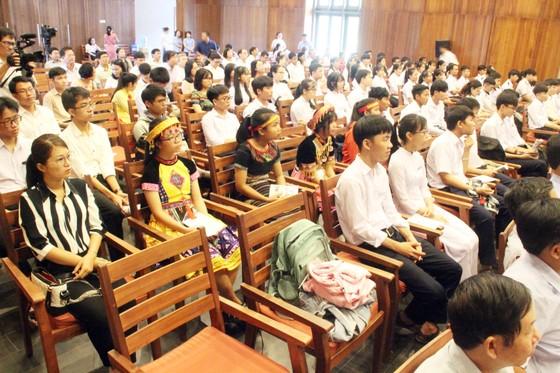 Trao học bổng Vallet cho học sinh, sinh viên Bình Định, Phú Yên và Gia Lai ảnh 1
