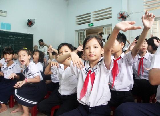 Gần 350 triệu ủng hộ Trung tâm nuôi dạy trẻ khuyết tật Võ Hồng Sơn ảnh 1