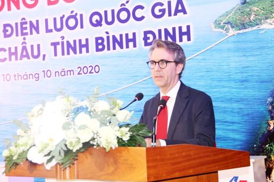 Chính thức cấp điện cáp ngầm cho 3.000 dân đảo Cù Lao Xanh ảnh 2