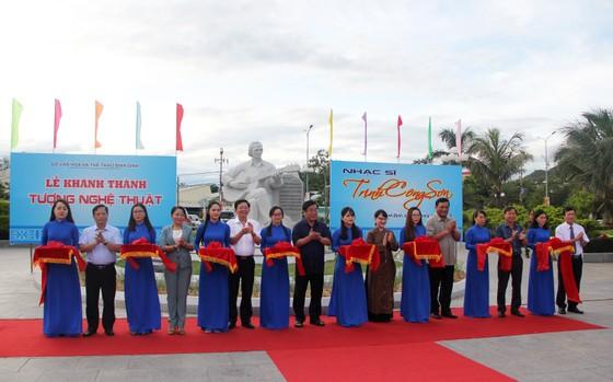 Khánh thành Tượng nghệ thuật Trịnh Công Sơn bên bờ biển Quy Nhơn ảnh 1