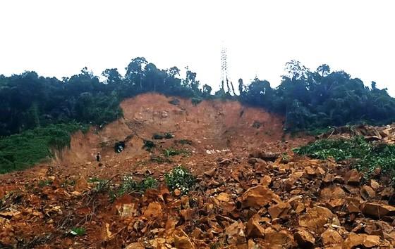 Hiện trường sạt lở núi nghiêm trọng ở thủy điện Rào Trăng 3 ảnh 4