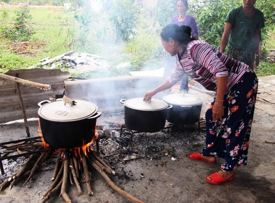 Xúc động cảnh người dân quyên góp, nấu ăn cho bộ đội tìm kiếm người mất tích ở Rào Trăng 3 ảnh 2