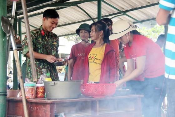 Xúc động cảnh người dân quyên góp, nấu ăn cho bộ đội tìm kiếm người mất tích ở Rào Trăng 3 ảnh 13