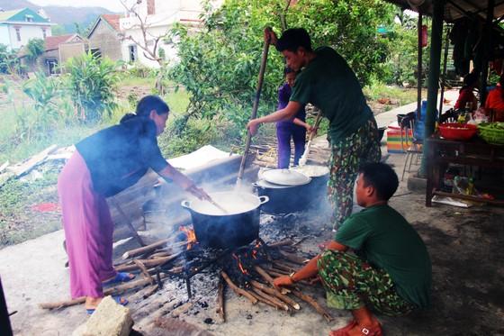 Xúc động cảnh người dân quyên góp, nấu ăn cho bộ đội tìm kiếm người mất tích ở Rào Trăng 3 ảnh 11
