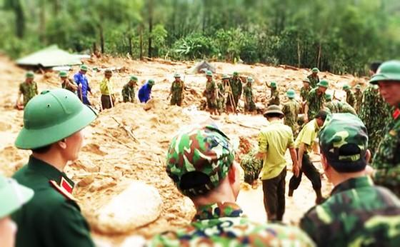 Hiện trường sạt lở núi nghiêm trọng ở thủy điện Rào Trăng 3 ảnh 2