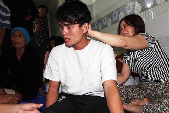 Vụ 2 tàu cá Bình Định chìm giữa biển: 3 ngư dân ăn xốp, uống nước mưa sống sót ảnh 3