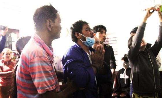 Vụ 2 tàu cá Bình Định chìm giữa biển: 3 ngư dân ăn xốp, uống nước mưa sống sót ảnh 1