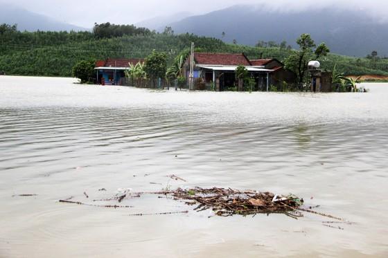 Bão đi qua, hàng ngàn nhà dân ngập sâu trong biển nước  ảnh 1