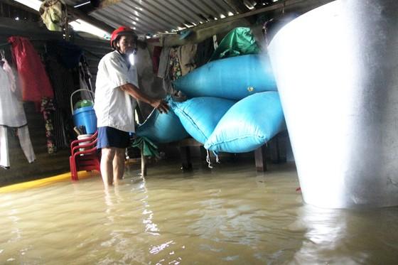 Bão đi qua, hàng ngàn nhà dân ngập sâu trong biển nước  ảnh 5