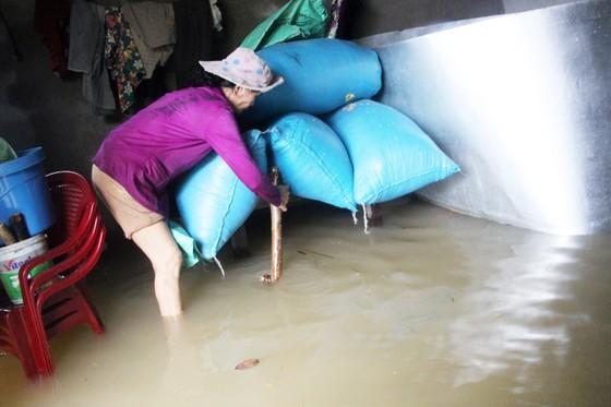 Bão đi qua, hàng ngàn nhà dân ngập sâu trong biển nước  ảnh 4