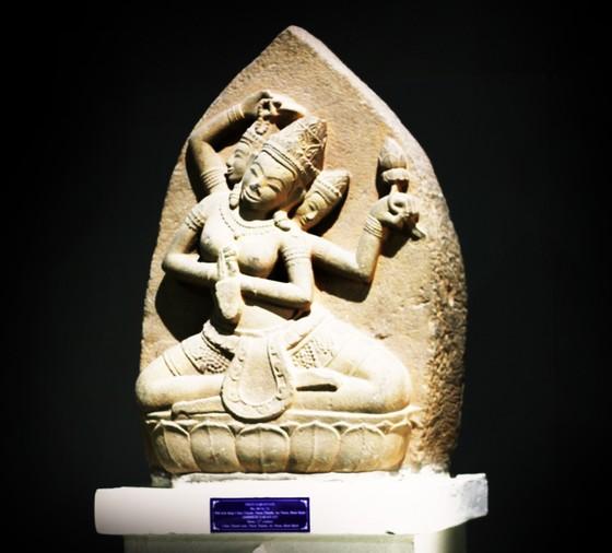 Độc đáo tượng nữ thần bằng đá sa thạch, nặng 200kg tại Bình Định ảnh 1