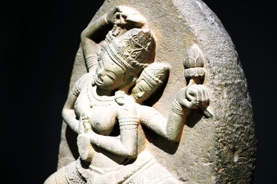 Độc đáo tượng nữ thần bằng đá sa thạch, nặng 200kg tại Bình Định ảnh 3