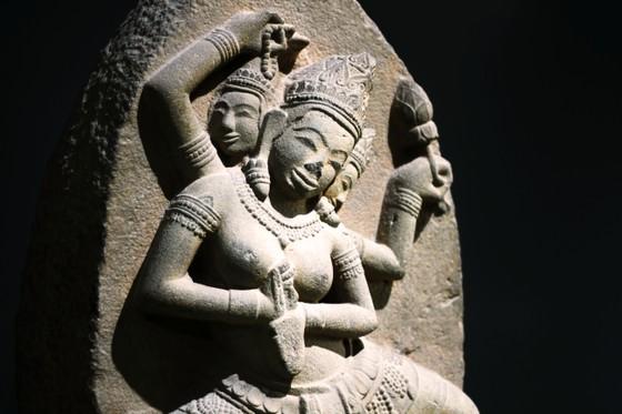 Độc đáo tượng nữ thần bằng đá sa thạch, nặng 200kg tại Bình Định ảnh 2