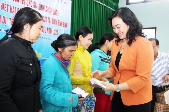 TPHCM tặng quà tết người dân Bình Định ảnh 2