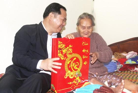 Tặng quà tết cho người dân nghèo miền núi Bình Định ảnh 3