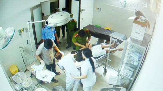 Bệnh nhân nhậu xỉn nhập viện cấp cứu, tấn công bác sĩ và điều dưỡng ảnh 1