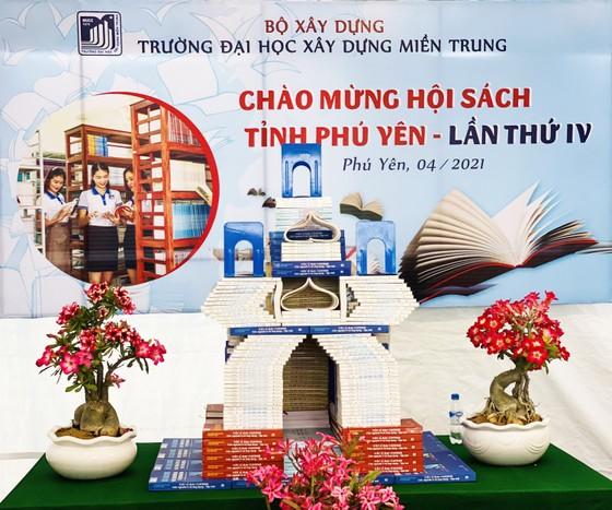 Hội sách Phú Yên quyên góp tủ sách Trường Sa ảnh 4