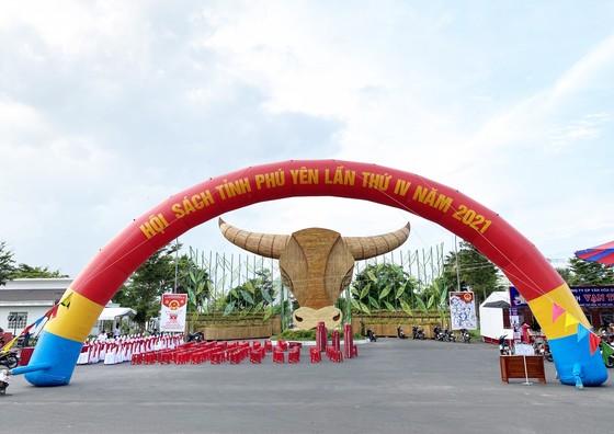 Hội sách Phú Yên quyên góp tủ sách Trường Sa ảnh 1