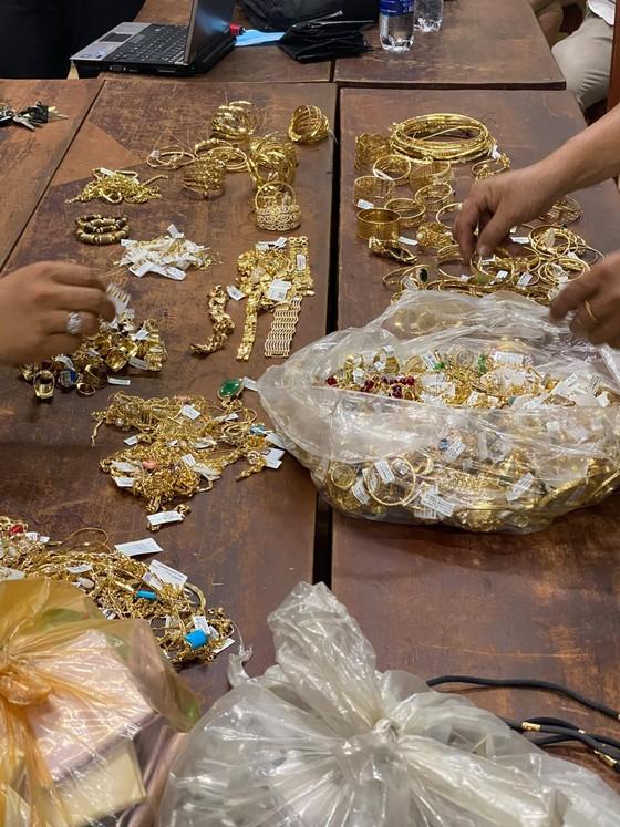 Tạm giữ nghi phạm trong vụ trộm 300 lượng vàng 18K ảnh 2