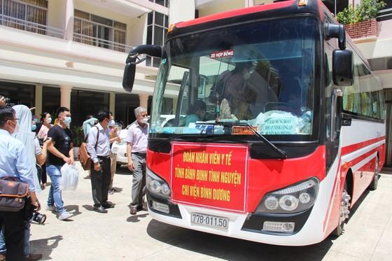 Đoàn y, bác sĩ Bình Định lên đường vào TPHCM, Bình Dương chống dịch ảnh 3