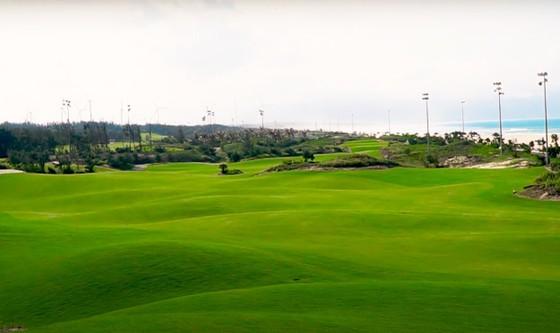 Vụ giám đốc sở, phó cục trưởng đánh golf giữa dịch: Tạm đình chỉ công tác giám đốc trung tâm xúc tiến du lịch ảnh 1