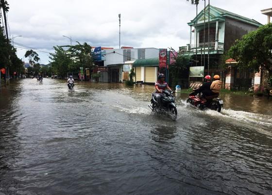 Bão suy yếu, người dân Quảng Ngãi đối diện với ngập lụt ảnh 9