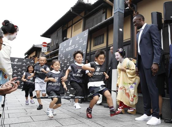 """Trẻ em Kyoto giao lưu thần tượng """"Tia chớp"""" ảnh 3"""