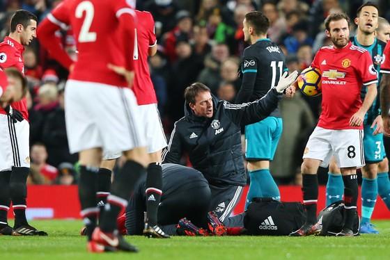 Lukaku chấn thương, Mourinho mất ngôi nhì ảnh 3
