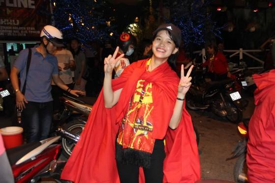 U23 Việt Nam thắng, TPHCM rợp cờ hoa ảnh 2